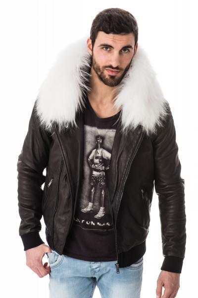 Jacke mit Kapuze mit weißem Raccoonpelzbesatz              title=