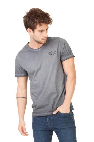 Holzkohle-T-Shirt mit getragenem Stil              title=