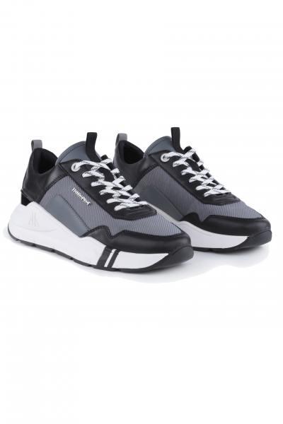 Sneakers en cuir gris noir et blanc              title=