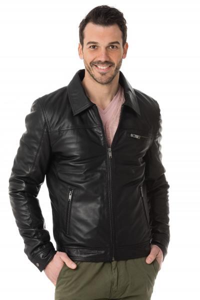 klassische, schwarze Lederjacke mit Hemdkragen               title=
