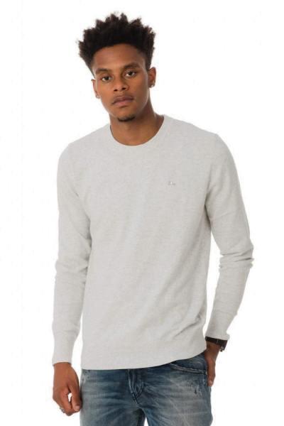hellgrauer Pullover mit Rundkragen und langen Ärmeln