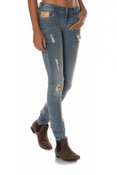 Jeans im Used&Destroyed-Look mit goldenen Metallplättchen              title=