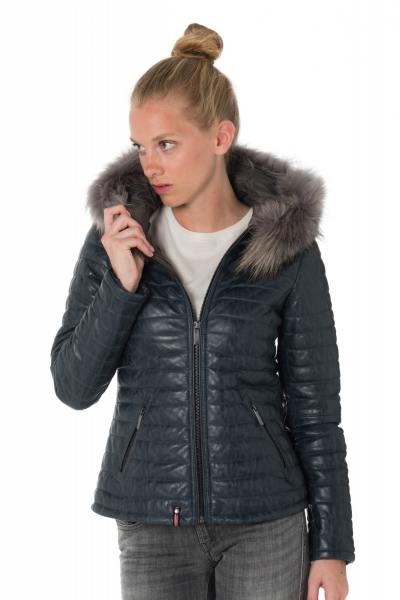 Damen Winterjacke aus blauen Schafsleder mit Waschbärfell              title=
