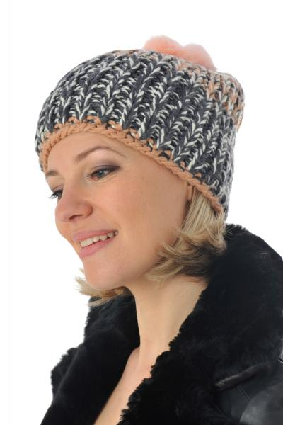 grau-rosane Damenmütze mit Bommerl aus Kaninchenfell              title=