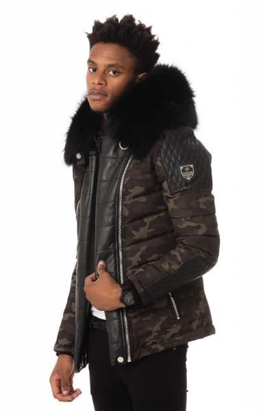 camouflagefarbene Jacke mit schwarzem Fellkragen