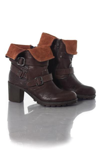 Boots coloris châtaigne avec revers cognac