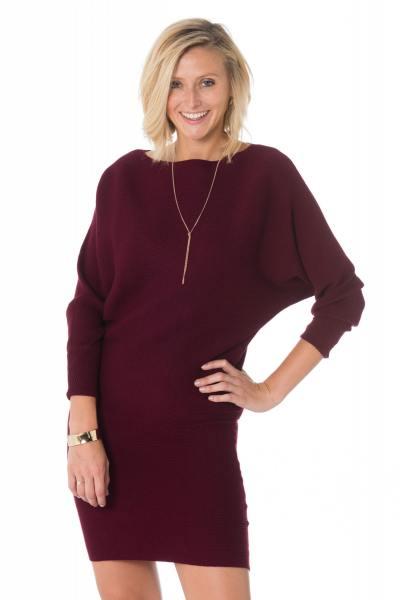 Bordeauxrotes Pullover-Kleid mit Fledermausärmel