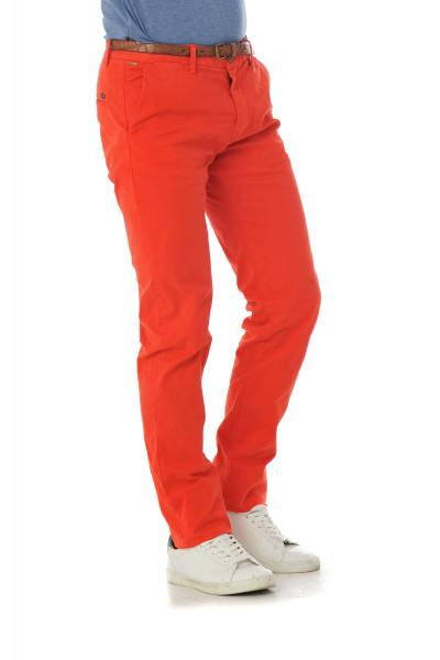 rote Chinohose Scotch and Soda              title=
