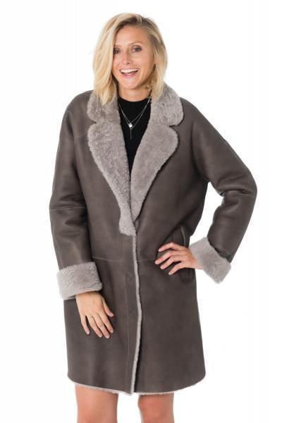 Manteau en mouton retourné mérinos gris              title=