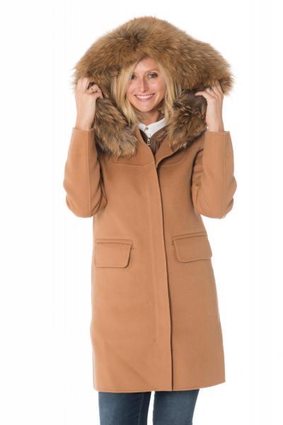 Manteau en laine avec fourrure en raccoon              title=