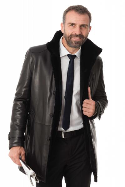 Manteau en cuir d'agneau noir              title=