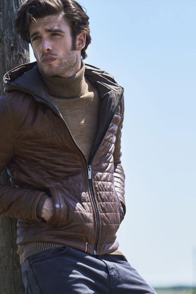 Doudoune homme avec capuche en cuir de mouton cognac              title=