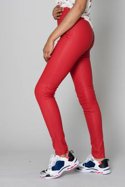 Pantalon en cuir véritable rouge              title=