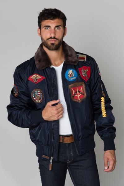 Blouson bleu marine avec patchs              title=
