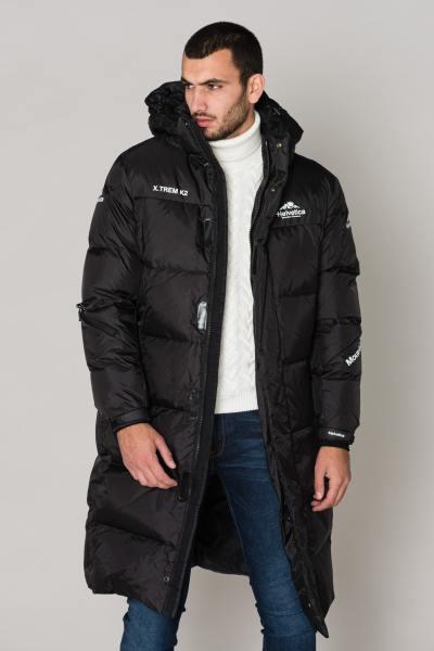 Lange schwarze Jacke, sehr kalt              title=