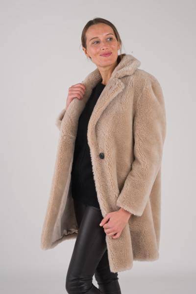 Fourrure en véritable laine de mouton tricotée              title=