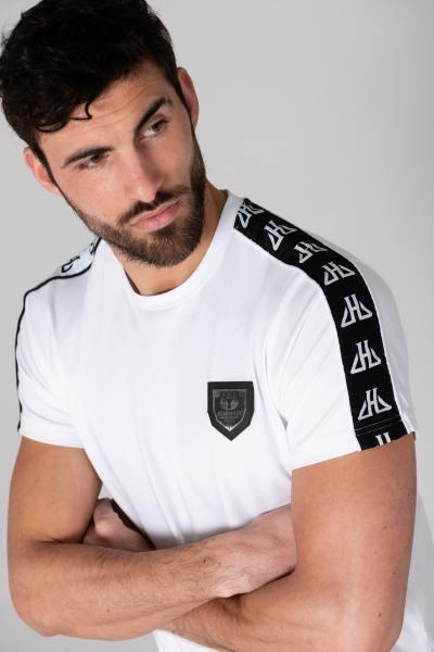 Weißes T-Shirt in Körpernähe