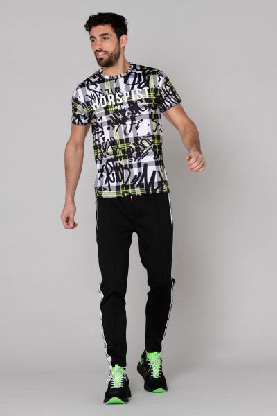 Schwarz-weißes Graffiti-Hemd