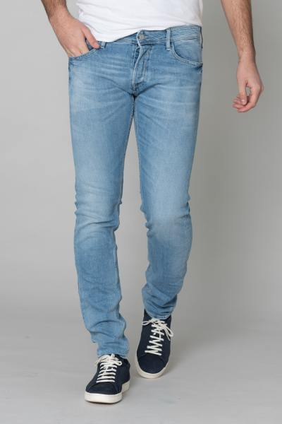 Verblasste hellblaue gerade Jeans              title=