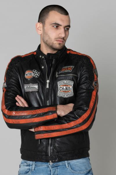 Blouson en cuir motard noir à patchs              title=