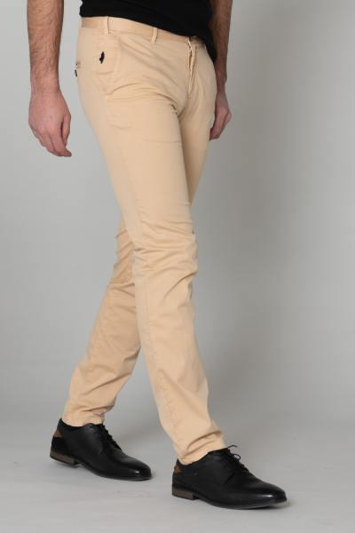 Pantalon chino beige pour homme              title=