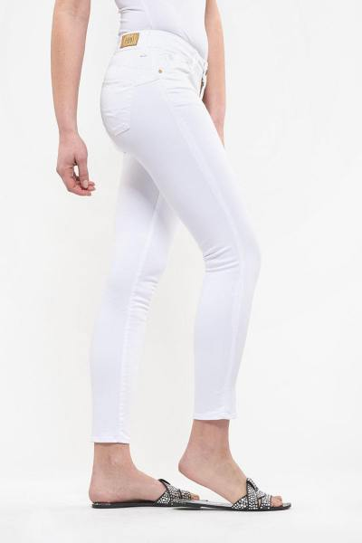 Jean slim blanc avec fesses push-up              title=