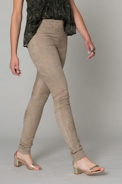 Pantalon slim en cuir velours              title=