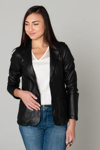 Veste blazer cintrée en cuir noir              title=