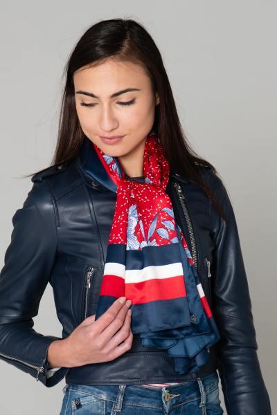 Foulard léger bleu et rouge              title=