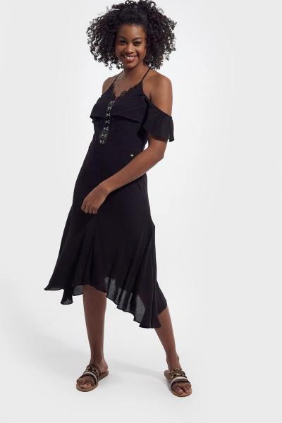 Longue robe noire épaule dénudée
