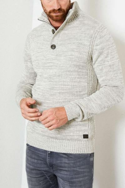 Pull en tricot avec col montant              title=