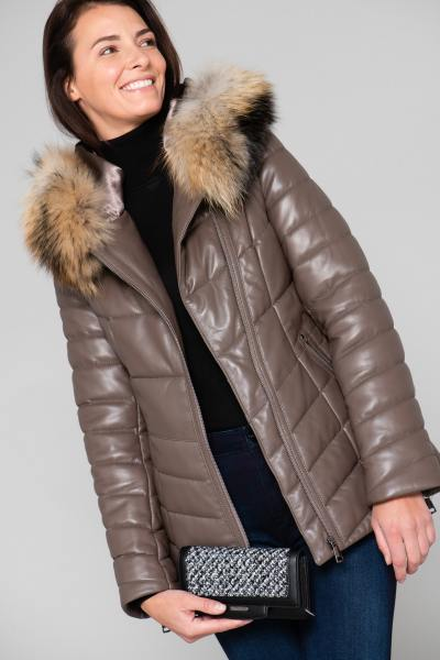 Elegante Jacke in der Farbe Taupe              title=