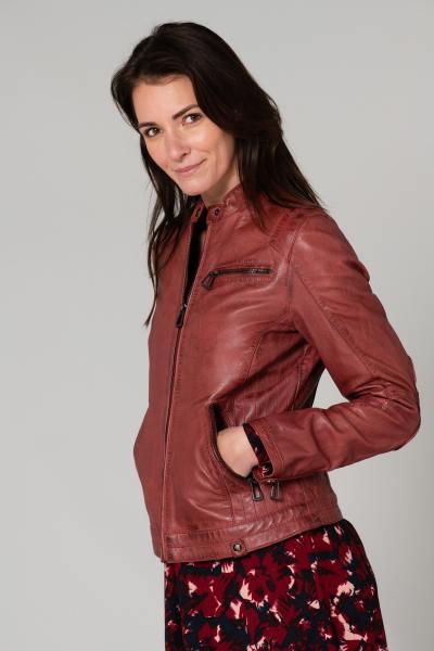 Blouson en cuir rouge aspect vieilli              title=