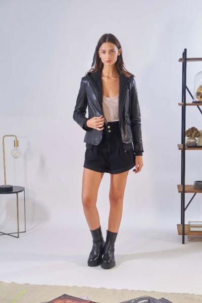 Veste blazer femme en cuir de mouton noir              title=