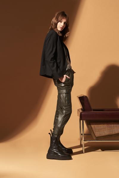 Pantalon cargo en cuir kaki