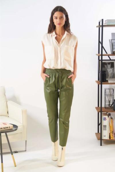 Pantalon femme en cuir kaki              title=