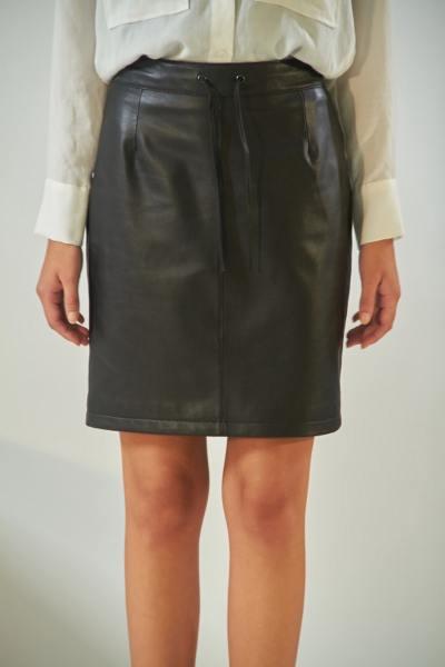 Jupe droite taille haute en cuir noir