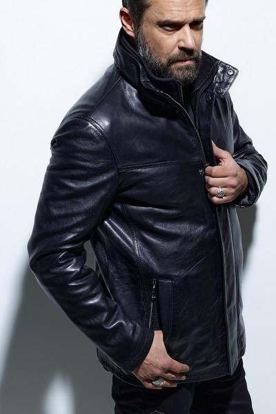 Veste longue en cuir d'agneau noir