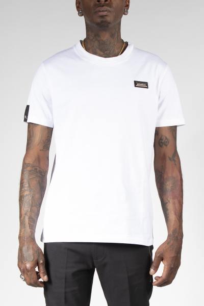 Einfarbig weißes T-Shirt mit Brustaufnäher