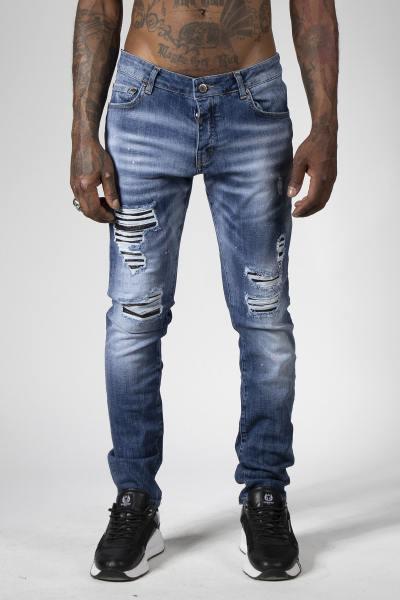 Blaue Denim-Jeans mit zerstörtem Finish