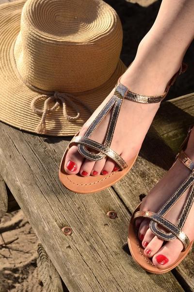 Nu-pieds en cuir doré effet peau de serpent