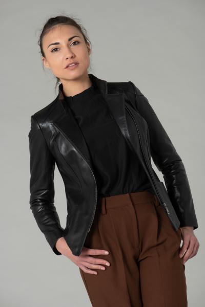 Stylische schwarze Lederjacke