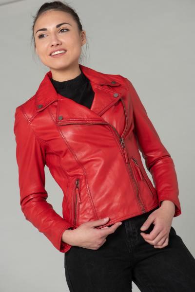 Perfecto-Frau in rotem Leder