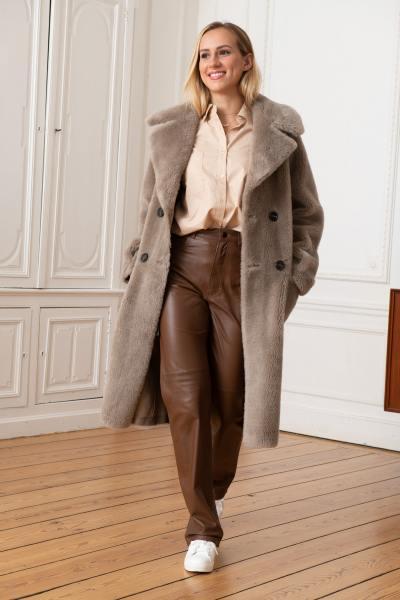 Langer Mantel aus Kunstpelz