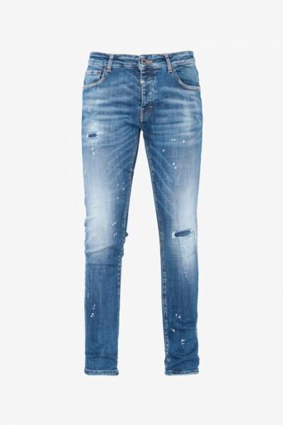 Getragene blaue Jeans
