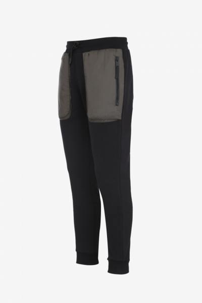 Schwarze und khakifarbene Jogginghose