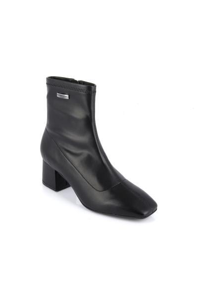 Schwarze Stiefel mit Lackabsatz