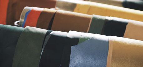Peaux différentes dans un atelier cuir