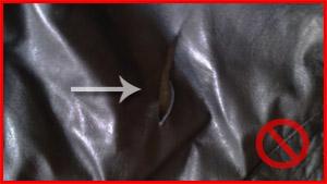 Déchirure sur un cuir noir